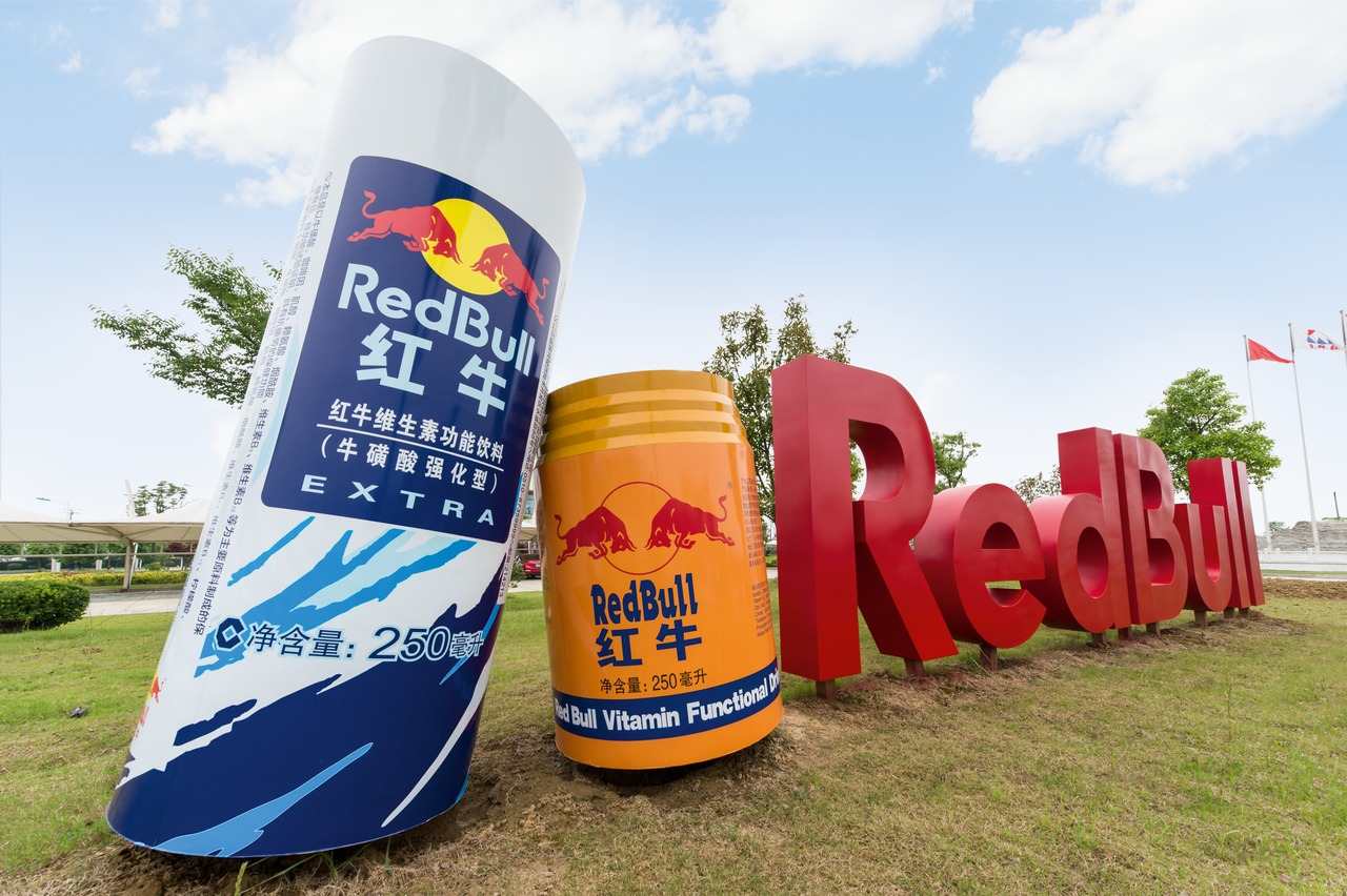In China, Red Bull is produced by the Reignwood Group, which in 2014 sold more than five billion cans of it there, thus reaching a share on the energy-drinks market of 70 per cent.