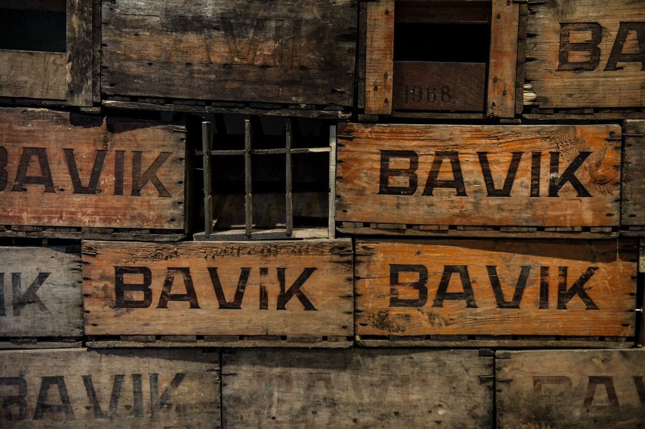 "It was only a few years ago that the brewery changed its name from ""Bavik"" to ""De Brabandere"". The pilsner contines to be marketed under the Bavik."