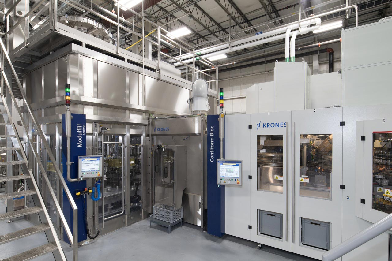 The blow molder and filler are directly combined in the Contiform Bloc.
