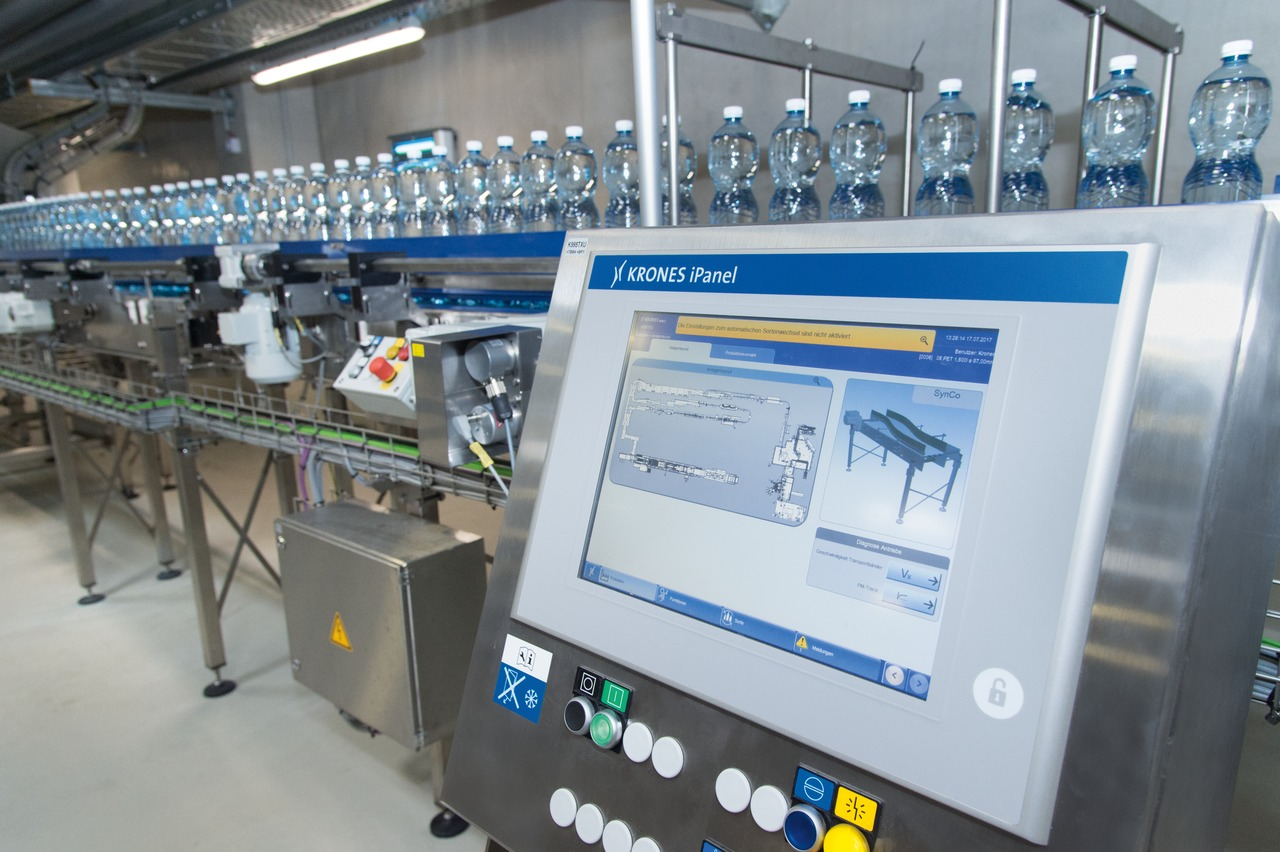 The automatic change-over process for the entire line can be controlled centrally from the Krones iPanel.