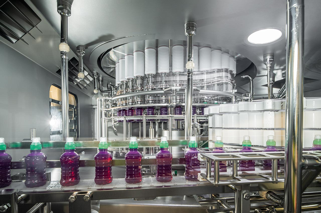 The heart of two other lines is in both cases a Contipure AseptBloc DA, capable of producing 54,000 PET containers per hour. So Britvic can in future bottle juice-based beverages without any preservatives.
