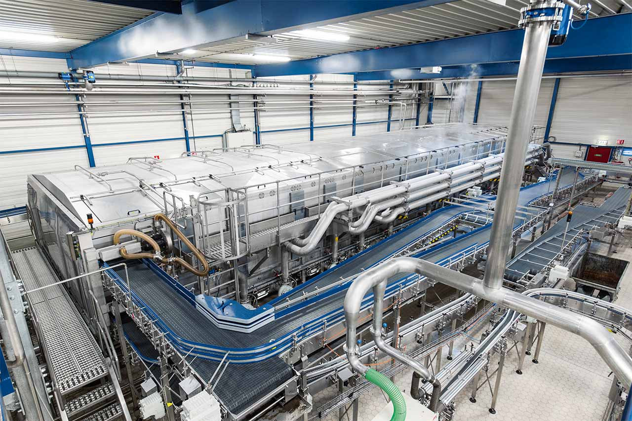DIS operates the first specimen of the new eco-friendly can pasteuriser from Krones, featuring an automatic interior cleaning system.