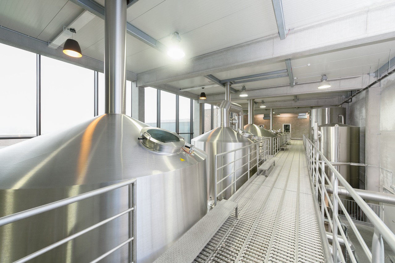 The actual brew size of the new four-kettle brewing line is 115 instead of the previous 200 to 300 hectolitres, depending on the variety concerned. It is notable in this context that Van Honsebrouck has nonetheless more than doubled the annual capacity: from 100,000 hectolitres in the old plant to 250,000 hectolitres in the new brewery.
