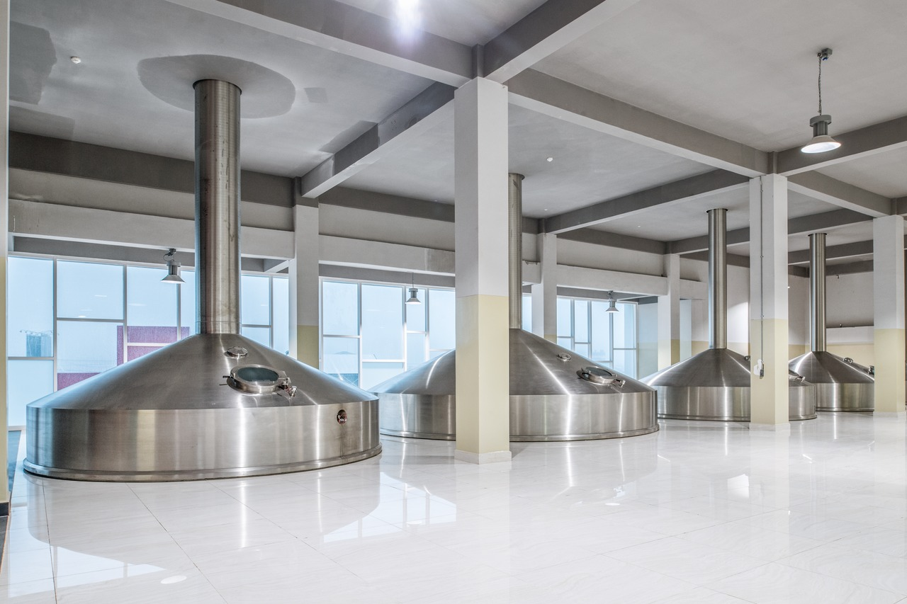 In the new Steinecker brewhouse, 600 hectolitres can be produced per brew. The daily output can reach 14 of these brews.