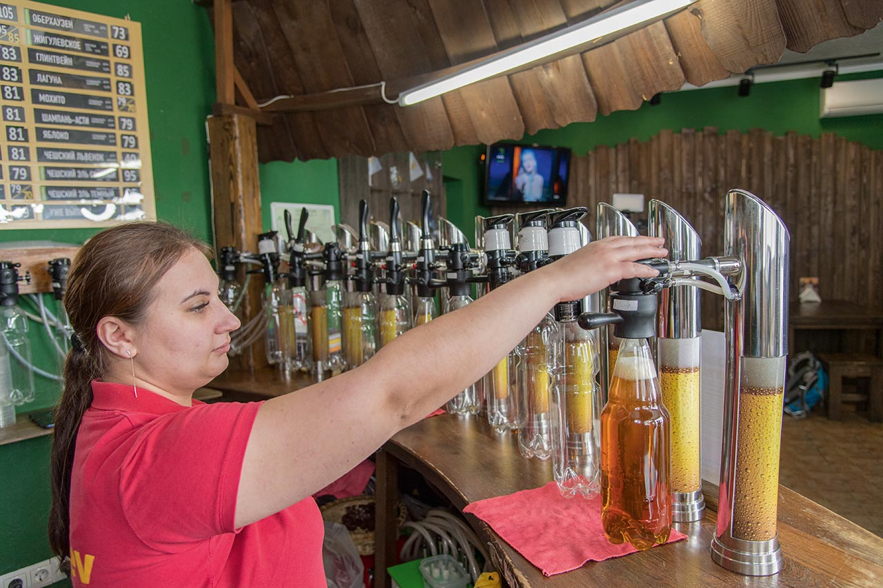In special sales outlets, consumers can have their beer freshly tapped for home consumption.