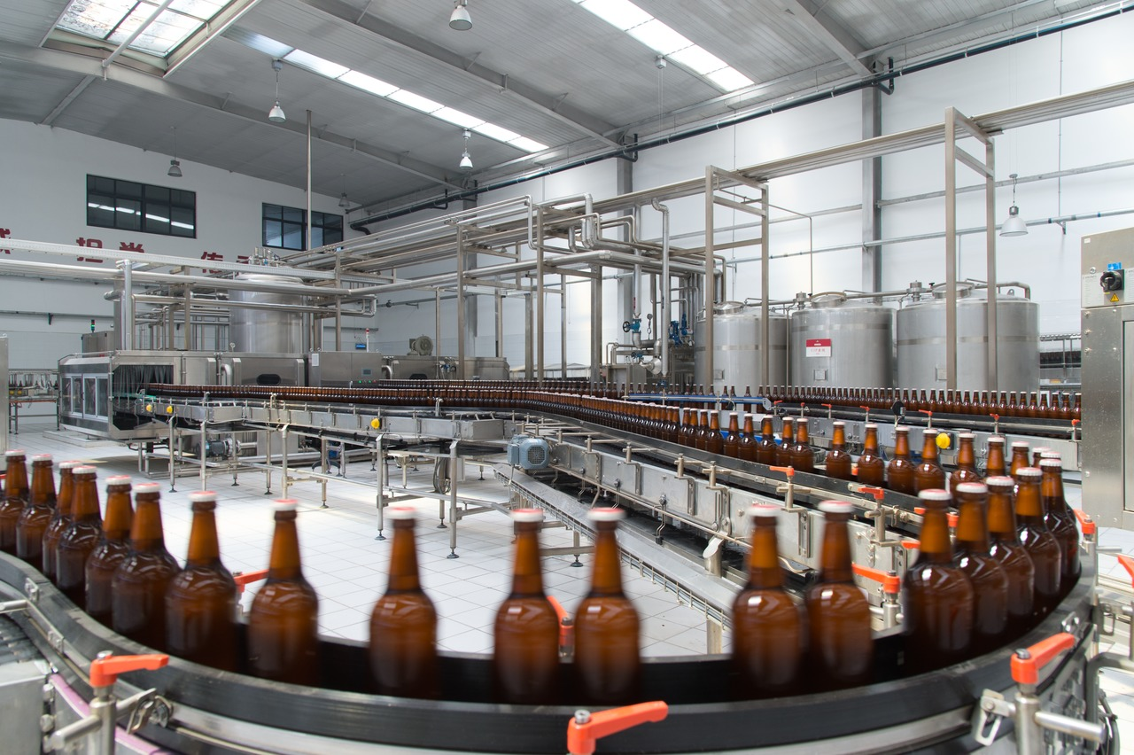 For filling the beers in 330- and 500-millilitre glass bottles, TBT Urbräu uses a Krones line rated at 20,000 bottles per hour.