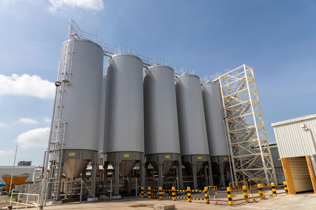 Krones installed a total of 14 cylindroconical fermentation and storage tanks and four bright-beer tanks.