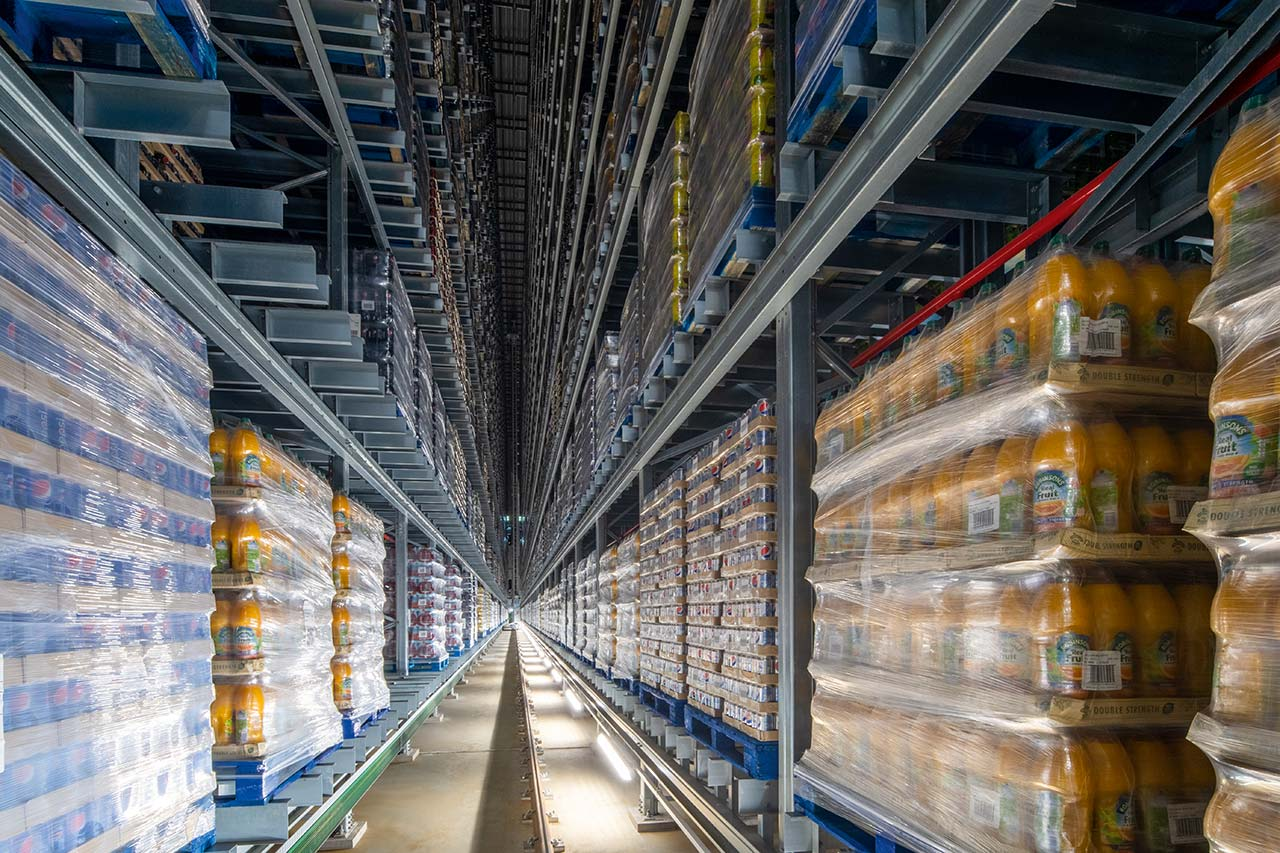 The fully automated high-bay warehouse from System Logistics is 13 storeys high and provides space for a total of 33,000 pallet storage slots. Britvic both stores and retrieves up to 376 pallets an hour.