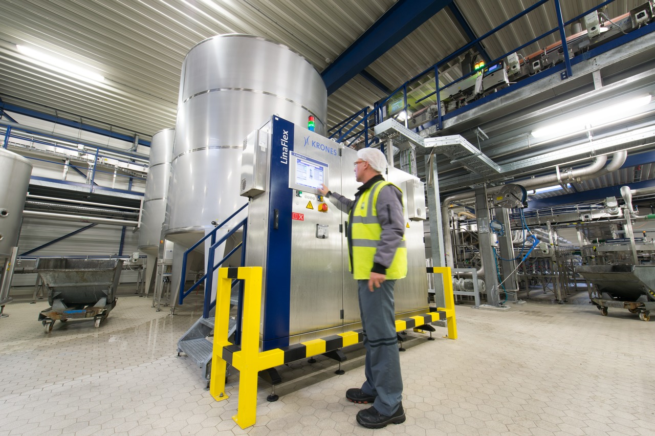Another plus offered by the fully automated concept is the pasteuriser's control system, with a user-friendly central operator interface.