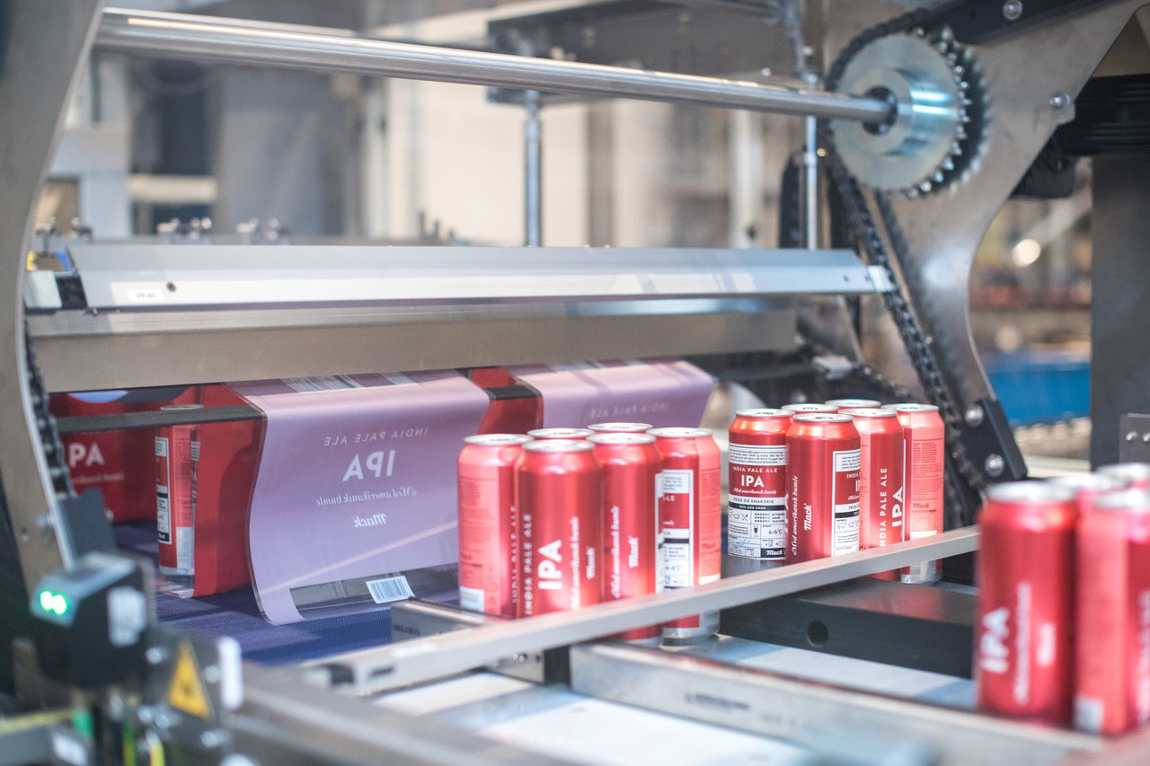 "With the installation of a new Variopac Pro FS packer, ""we're also able to produce not only 6-packs and 12-packs, but 4-packs too, so we're able to fill Coca-Cola products in cans as well. The quality and versatility of our filling and packaging capabilities are now fully fit for purpose,"" explains Peter Calleeuw."