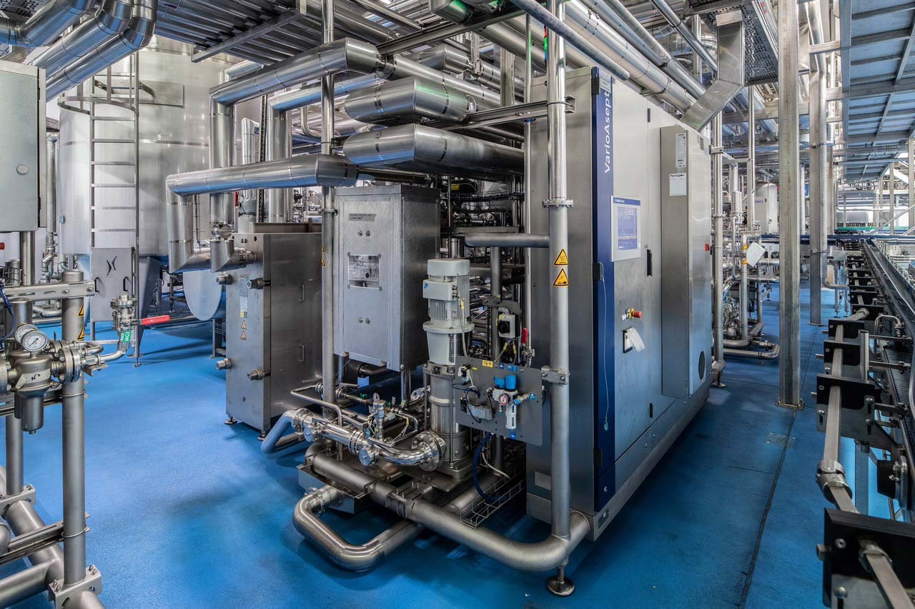 For the two aseptic lines, Krones also supplied the entire process technology, including a Contiflow mixer and a VarioStore buffer tank, plus a VarioAsept J, a system for thermal product treatment.