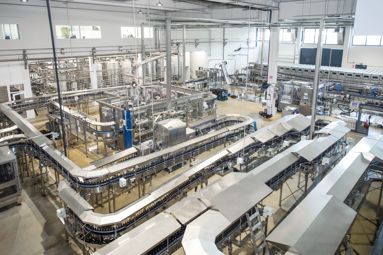 The bottling line, rated at 20,000 bottles per hour, is now accommodated in the new building on an area of 2,000 square metres – three times the space provided in the old brewery. Krones organised the entire relocation job.