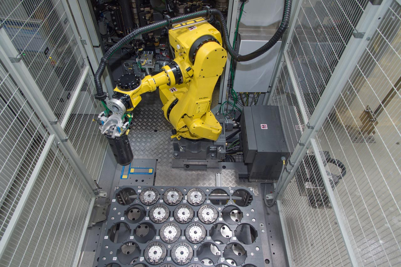 MouldXpress Robot performs mould replacement at the Contiform 3 fully automatically, i.e. entirely without any intervention by an operator.