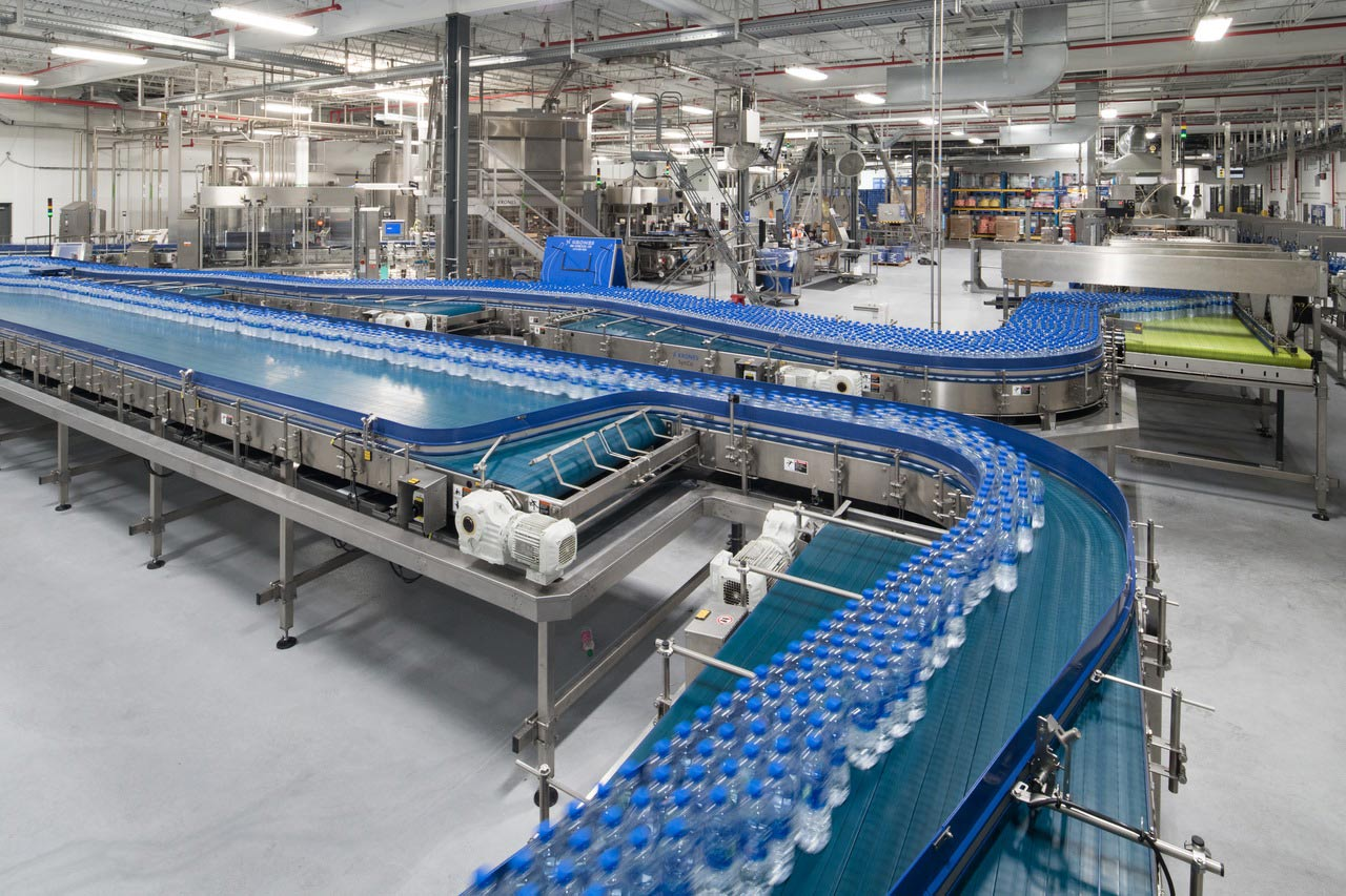 The new line is extremely efficient. One reason for that is LineXpress, a system that automates product changeover and completes the entire changeover from water to tea in just 28 minutes.