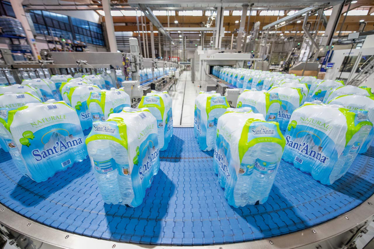 Today, the plant in Vinadio produces 1.3 billion fills a year. As on the overall Italian market, still water accounts for around 70 percent of the water sales at Fonti di Vinadio, and carbonated water for the remaining 30 percent.