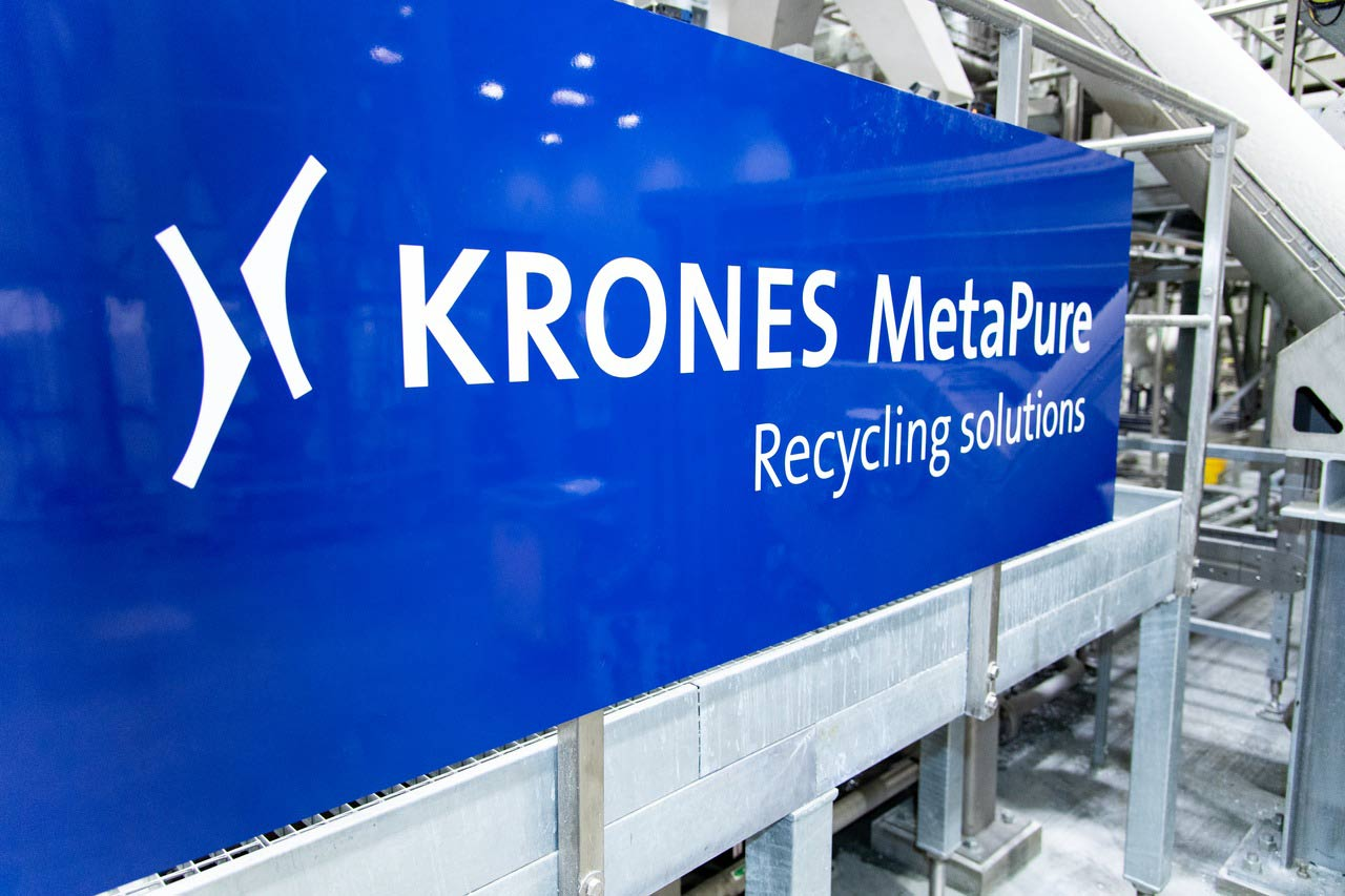 Krones served as one of the general contractors, integrating the front end for sorting and shredding the post-consumer PET containers, its own cleaning and decontamination modules, and all pneumatic material conveyance. The line processes approximately 6,600 pounds of PET per hour.
