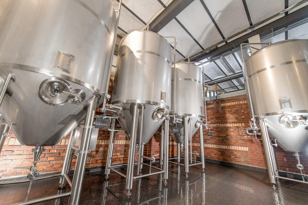 Today, Eulchen is brewing its beers in what used to be the Kupferberg sekt winery right in the heart of Mainz. The two entrepreneurs have preserved the charm of the historical premises while harmoniously integrating the new stainless-steel elements.