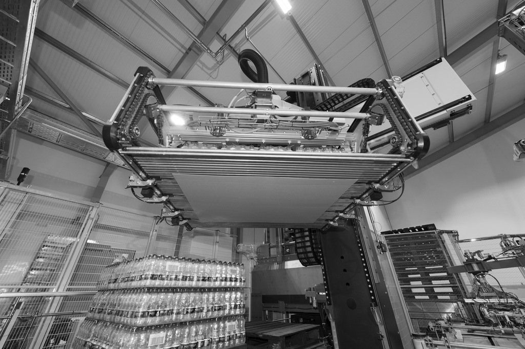 A Robobox then prepares the layers, which are placed on the pallets by a Modulpal 2A.