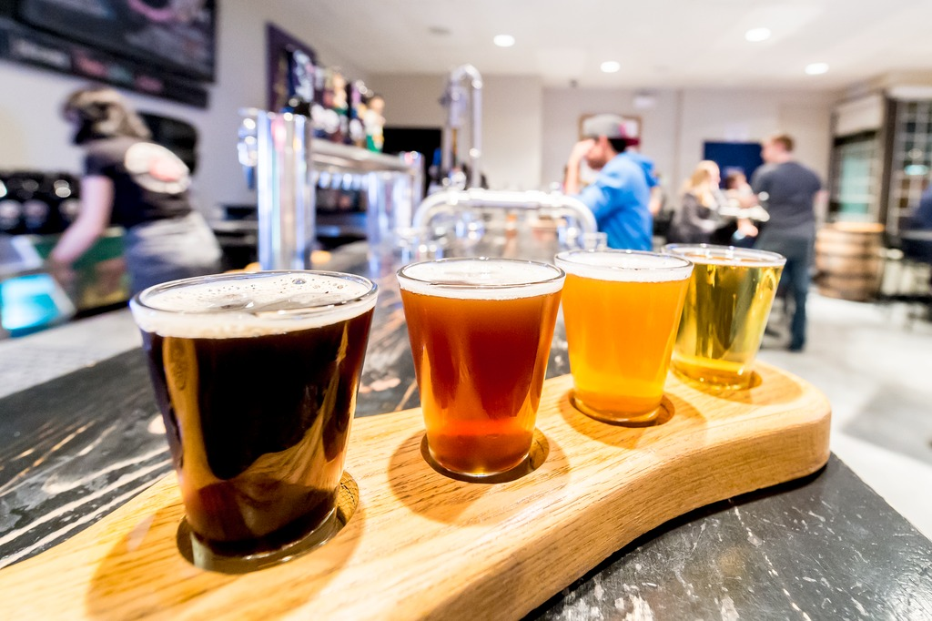 Nice idea: on a wooden tray, four different beers of the customer's choice are served in small glasses at a price of 9.75 Canadian dollars.
