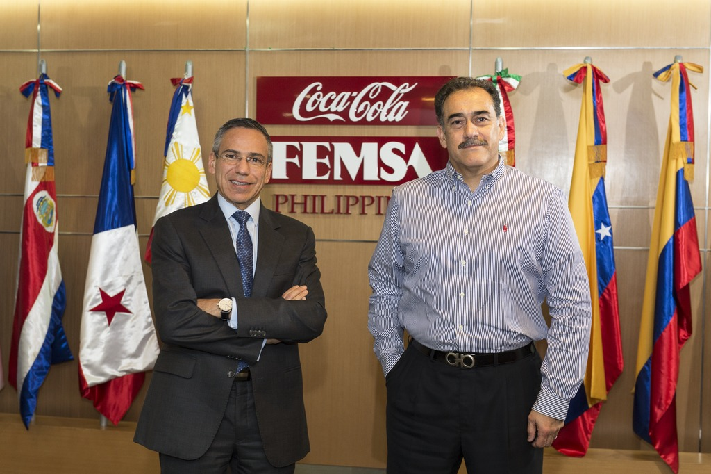 Juan Ramon Felix Castañeda, Chief Operating Officer/COO von Coca-Cola FEMSA Philippines (left), and Guillermo Jose Amador Lopez, Supply Chain Director at Coca-Cola FEMSA Philippines (right), were impressed by the very short delivery time and the exceptionally quick ramp-up phase.