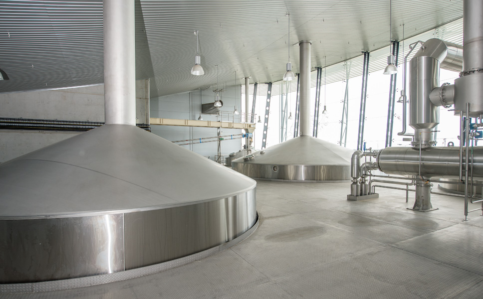 Krones installed a four-kettle brewhouse comprising mash tun, lauter tun, wort copper and whirlpool, plus a vapour condenser and an energy storage tank with an installed capacity of 600 hectolitres per brew.