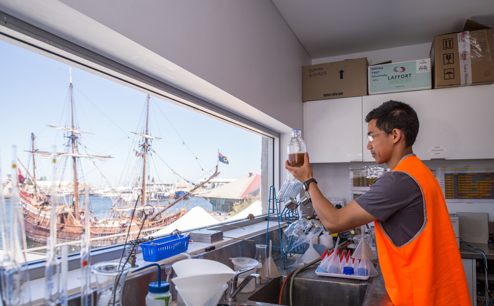 From the laboratory, through the glass façade, the brewers enjoy a unique view of the bay and the fishermen's harbour.