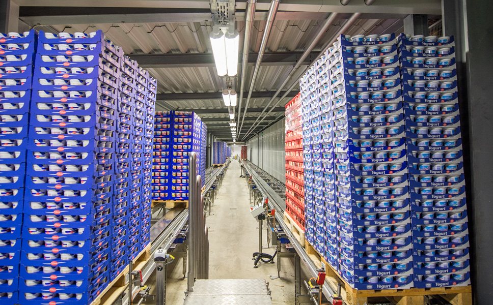Simultaneously with the new PET-Asept line, an expansion of the high-bay warehouse with 4,800 new pallet slots and four storage and retrieval units was commissioned.