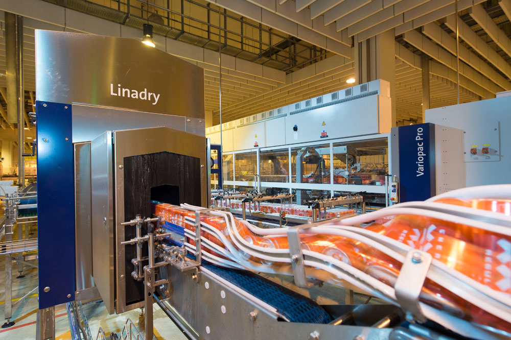 Two Linadry units one behind the other ensure flawless handling for end-of-the-line packaging.