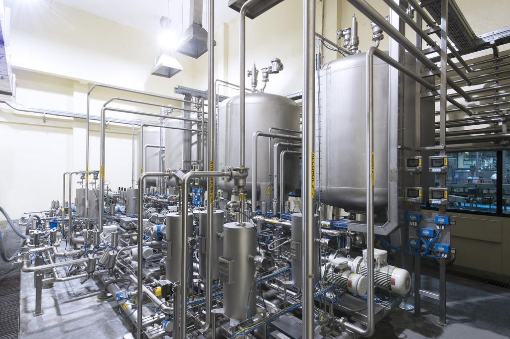 At the same time when the order for the fifth bottling line was placed with Krones, EDI also installed two explosion-proof Multiblend mixing systems in its main facility, each rated at 40,000 litres an hour.
