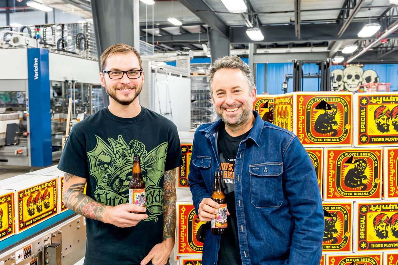 """We opted for the larger one from Krones after all. With this, we're definitely on the safe side in our bottling hall for years to come"": Travis Fasano, Packaging Manager (left) and Chris Boggess, Head Brewer."
