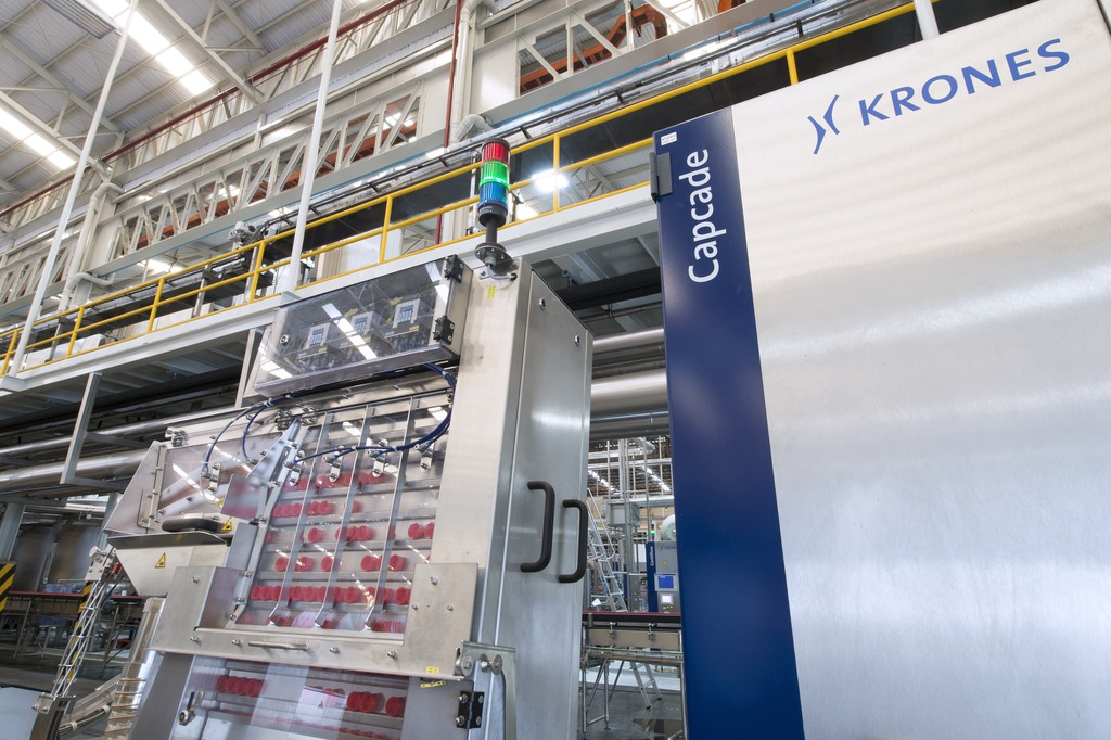 The closures are accepted by the Krones Capcade cascade-type closure sorters, and transported by an air conveyor to the ErgoBloc L systems.
