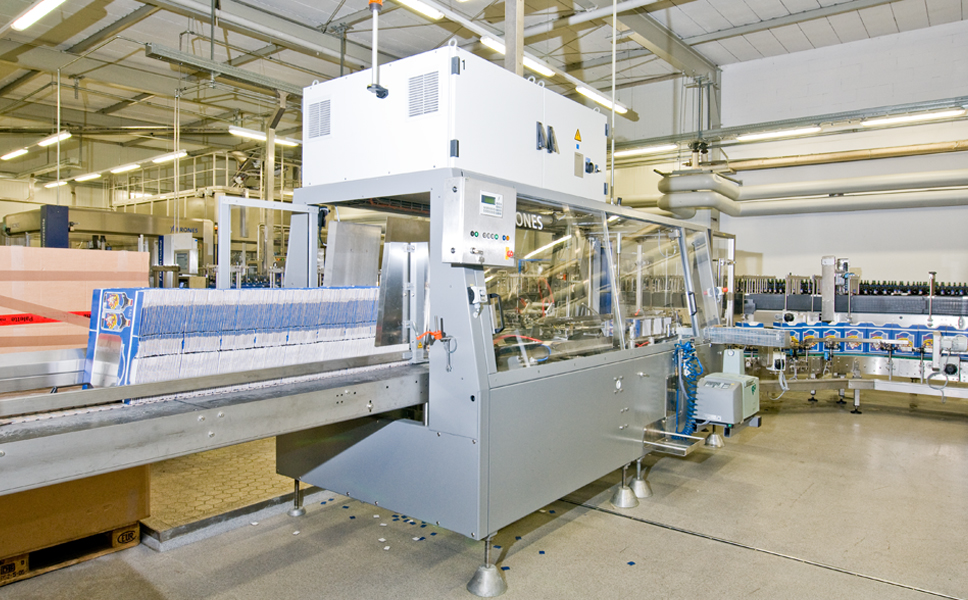 In the packaging zone, a Krones Variocart carton erector prepares the cartons for the packing operation.