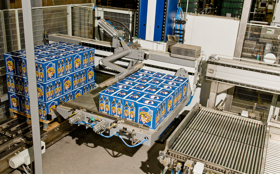 The cartons are stacked by a Krones Modulpal palletiser with upstream carton orientation.