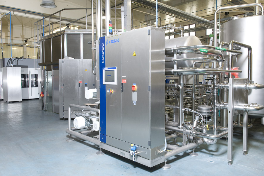 Deaerating and carbonating system: Krones Carboflow