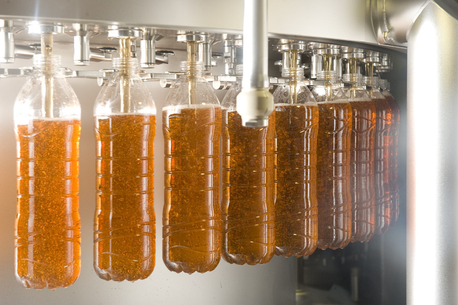 With the new aseptic line Norda fills a wide product range of sensitive beverages, like for example ice tea.