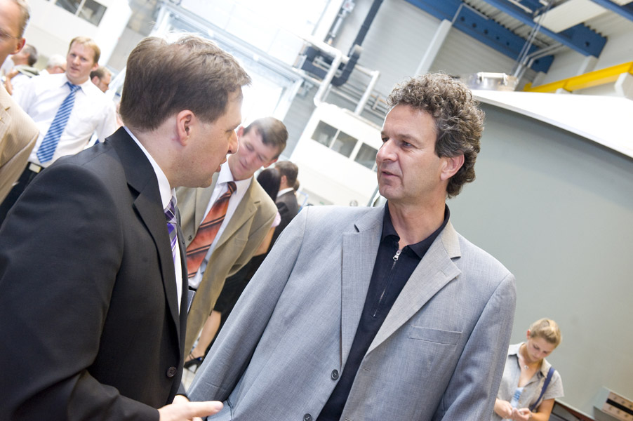 Armin Ott, Head of Krones Process Technology, seen talking to Dr. Martin Krottenthaler, TUM