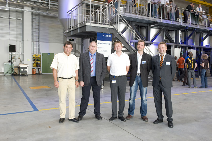 The developmnent team proudly survey their successful project : Uwe Bertz, Robert Gruber, Peter Deuter, Dietmar Lohner and Ralph Schneid (from the left )